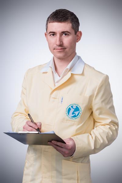 <b>Казимов Сергей Владимирович </b> <br>Главный врач